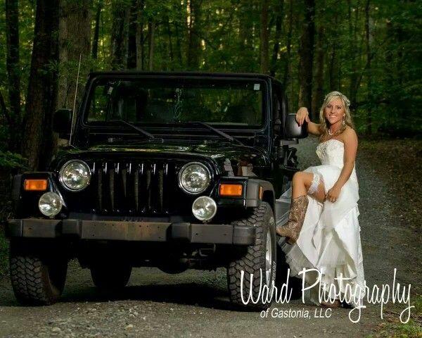 Jeep bridal portraits. By Ward Photography of Gastonia, North ...