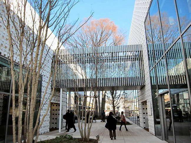 棟をつなぐ渡り廊下 渡り廊下 建物 橋