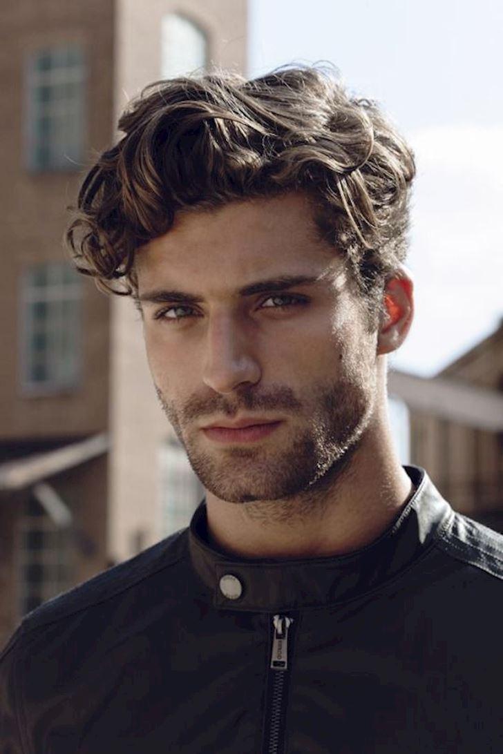 Manner Frisuren Surfer Look Google Suche In 2020 Haarschnitt Manner Herrenfrisuren Frisuren Rundes Gesicht