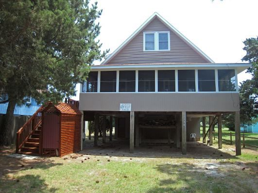 Cross Currents a 4 Bedroom  Rental House  in Ocracoke, part of the Outer Banks of North Carolina. Pet Friendly. Non-Smoking.