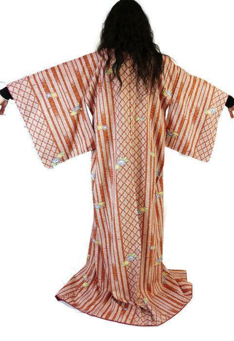 7a91b619985a4 New to 2goodponiesvintage on Etsy  Japaese Kimono - Vintage Kimono - Kimono  Robe - Dressing Gown - Long Kimono - Wedding - Halloween - Vintage Kimono  (29.99 ...