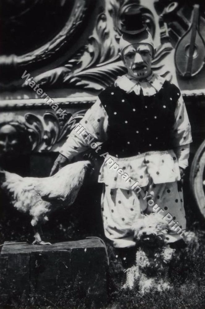 CREEPY CRAZY FREAKY ODD STRANGE SPOOKY BIZARRE Circus Show WEIRD VINTAGE PIC
