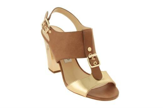 Sandalo in pelle, dettaglio in metallo dorato, listino regolabile alla caviglia. Tacco 80 mm e suola in cuoio.  #jimmy #choo #shoes #woman #fashion #italy #amazing #italy #cogni