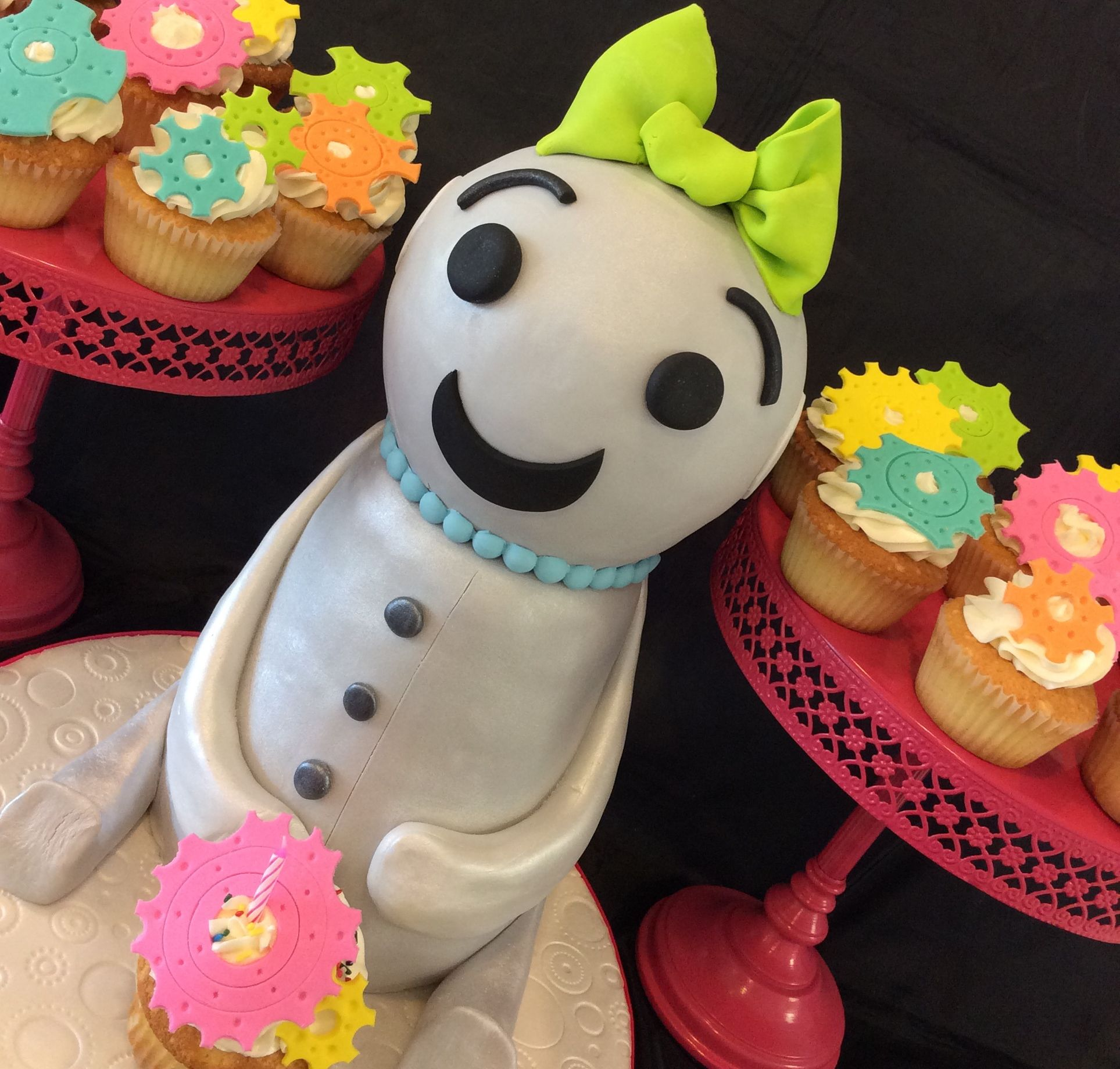 Sculpted robot including cupcakes with fondant gears