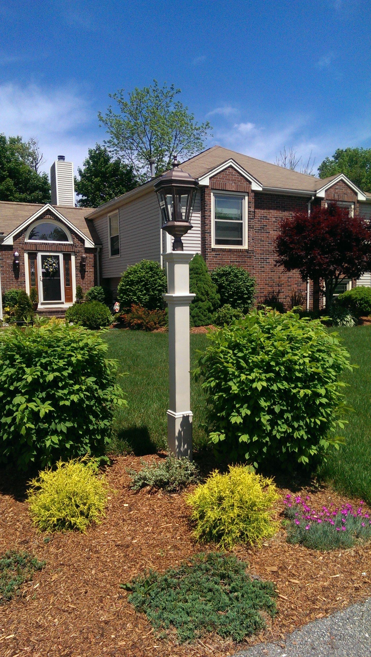 New England Arbors Sturbridge Lamp Post