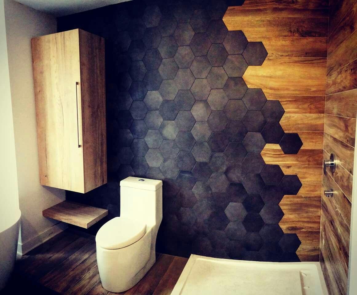 Sans mot!!! Vive les hexagones, salle de bain magnifique / what a bathroom! Céramique et bois #bathroomtiledesigns