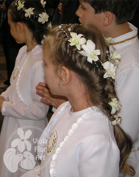 Wianuszki Z Kwiatow Zywych Viola Flor Art First Communion Hairstyles Communion Hairstyles Hair Beauty