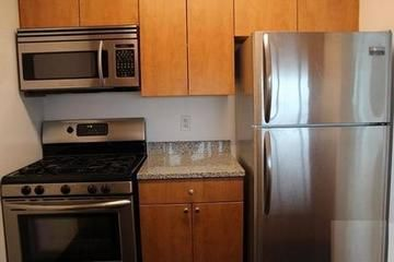 NO BROKER FEE LUXURY LONG ISLAND CITY STUDIO APARTMENT, $3508 PER MONTH
