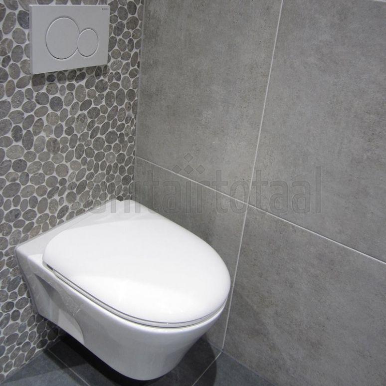 mozaïek tegels, tegels badkamer grijs, tegelstroken toilet, Badkamer