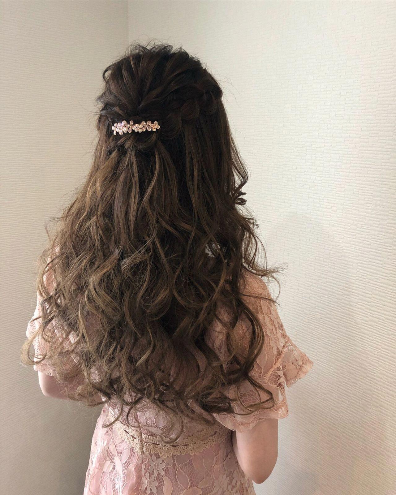 バレッタのヘアアレンジでオフィスやデートも簡単可愛くアプデ Hair 2020 ヘアスタイリング ロングパーマヘア