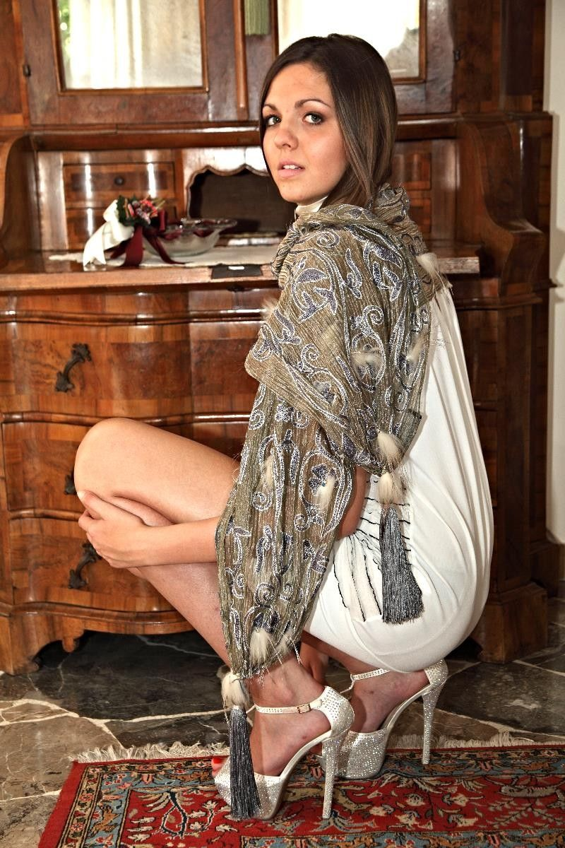 Scialle in seta, volpe e strass, Soraya