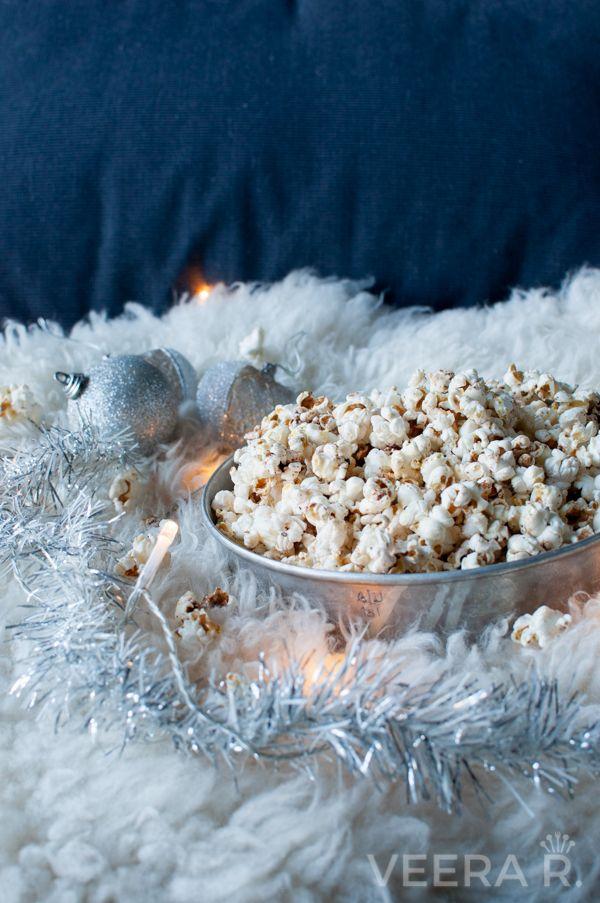 Popcornin valmistamiseen ei tarvita rasvaa taikka suolaa. Mausta jouluiseen popkorniin sopii vaahterasiirappi, kaneli ja kardemumma.