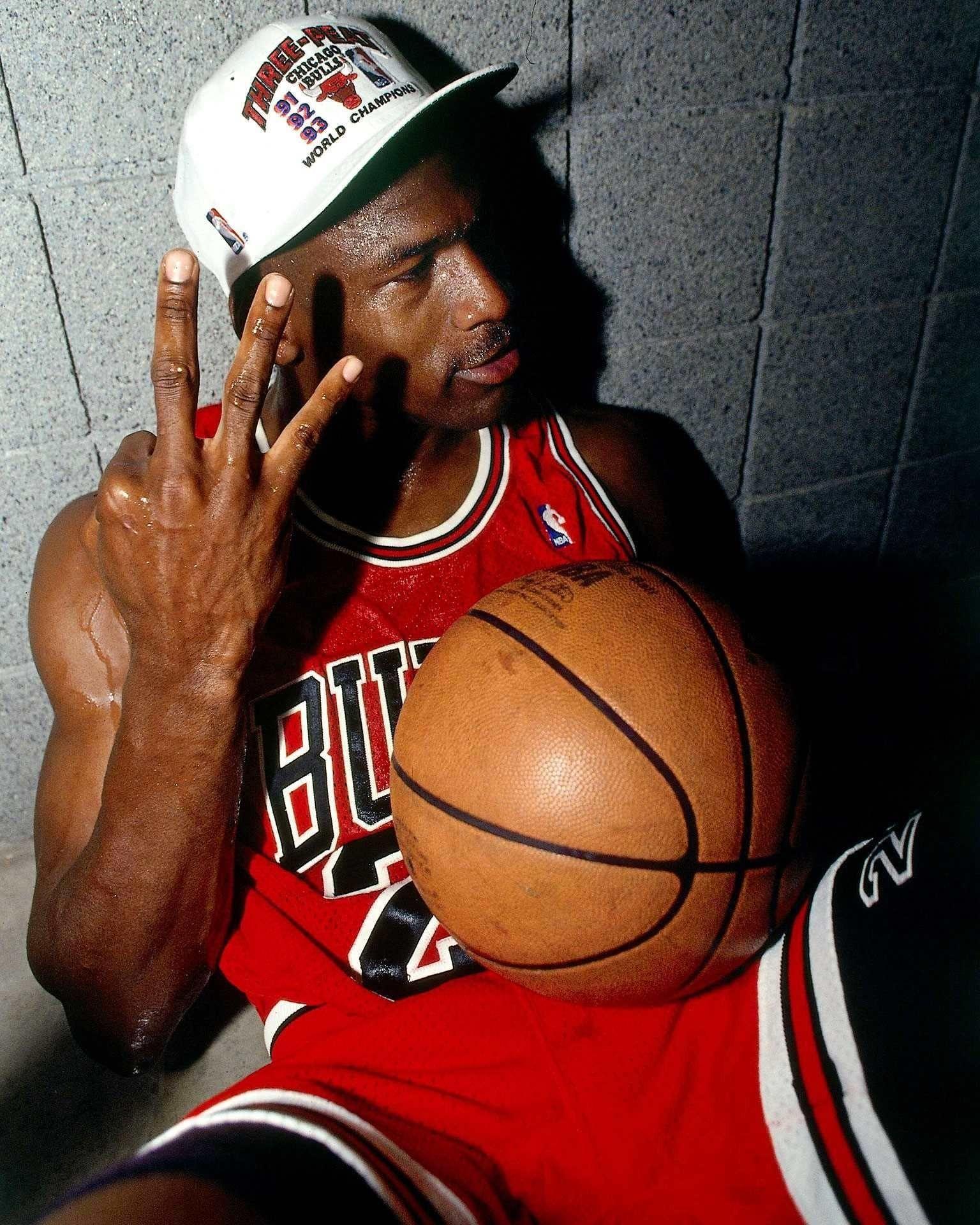 Michael Jordan Wallpaper 13705 Michael Jordan Basketball Michael Jordan Pictures Michael Jordan
