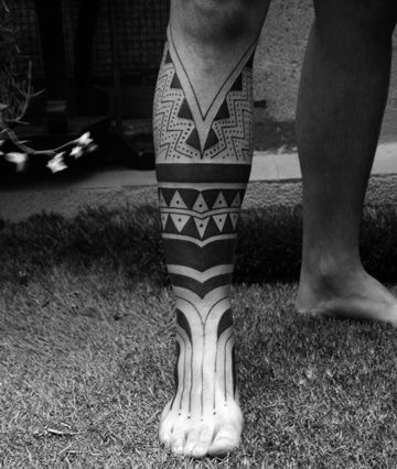 La Elegancia De Los Tatuajes De Tribales En La Pierna Tatuajes