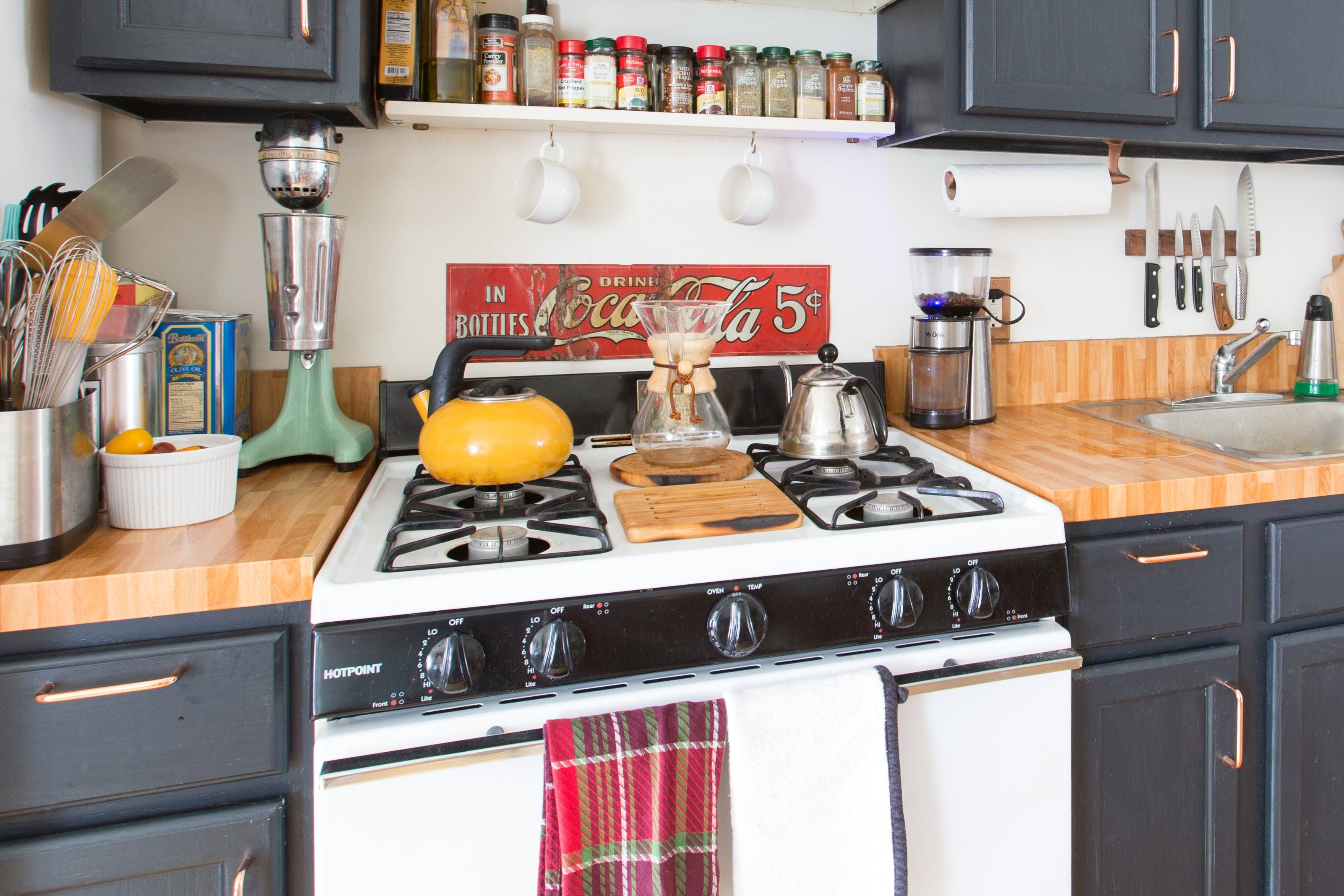 A 450 Square Foot Vintage Americana Brooklyn Studio Cheap Kitchen Countertops Rental Kitchen Kitchen Remodel