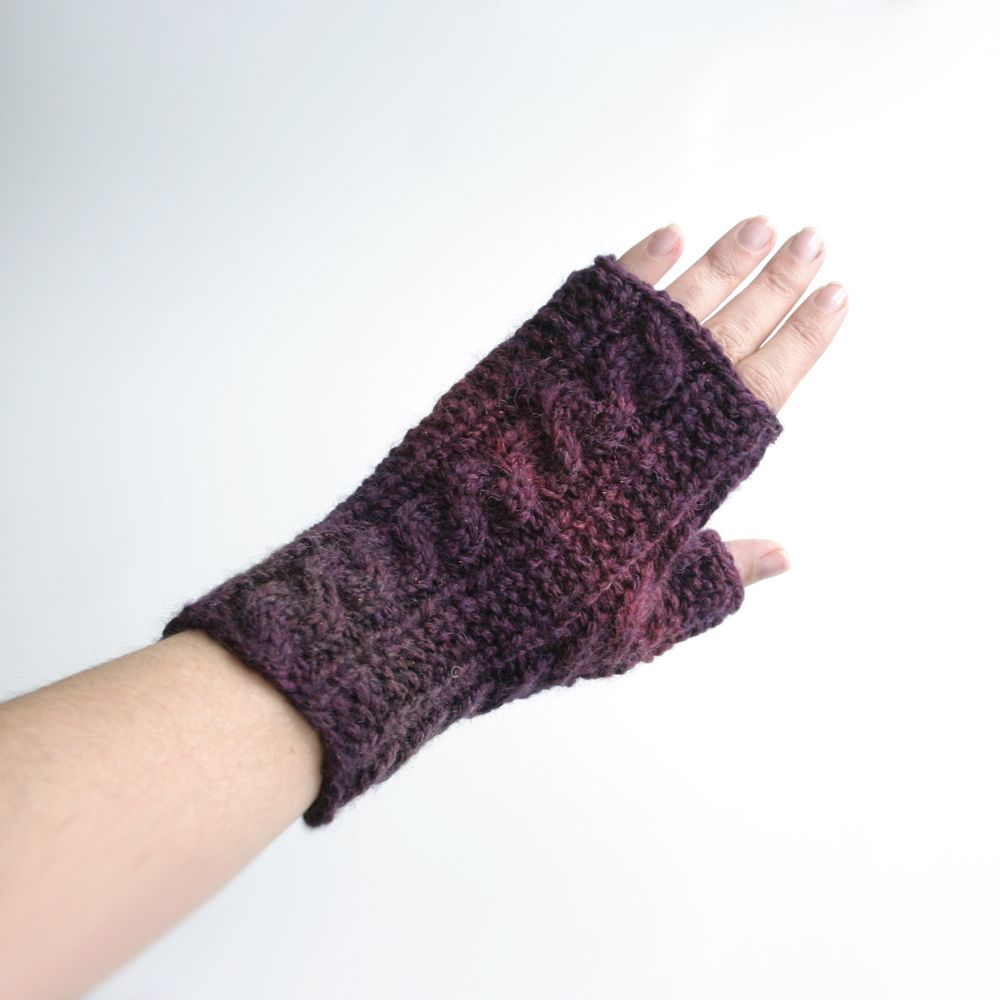 Free Knit Pattern: Gingerbread Icing Fingerless Gloves   Crafts And ...