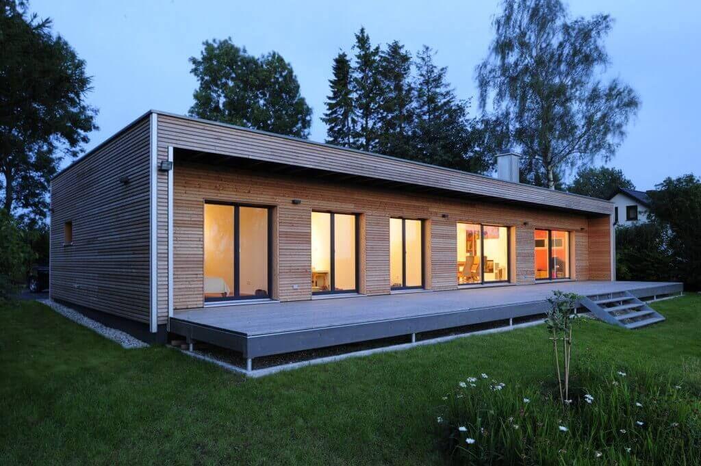 Flachdachbungalow Modern moderner bungalow baufritz mit einer großzügigen sonnenterrasse