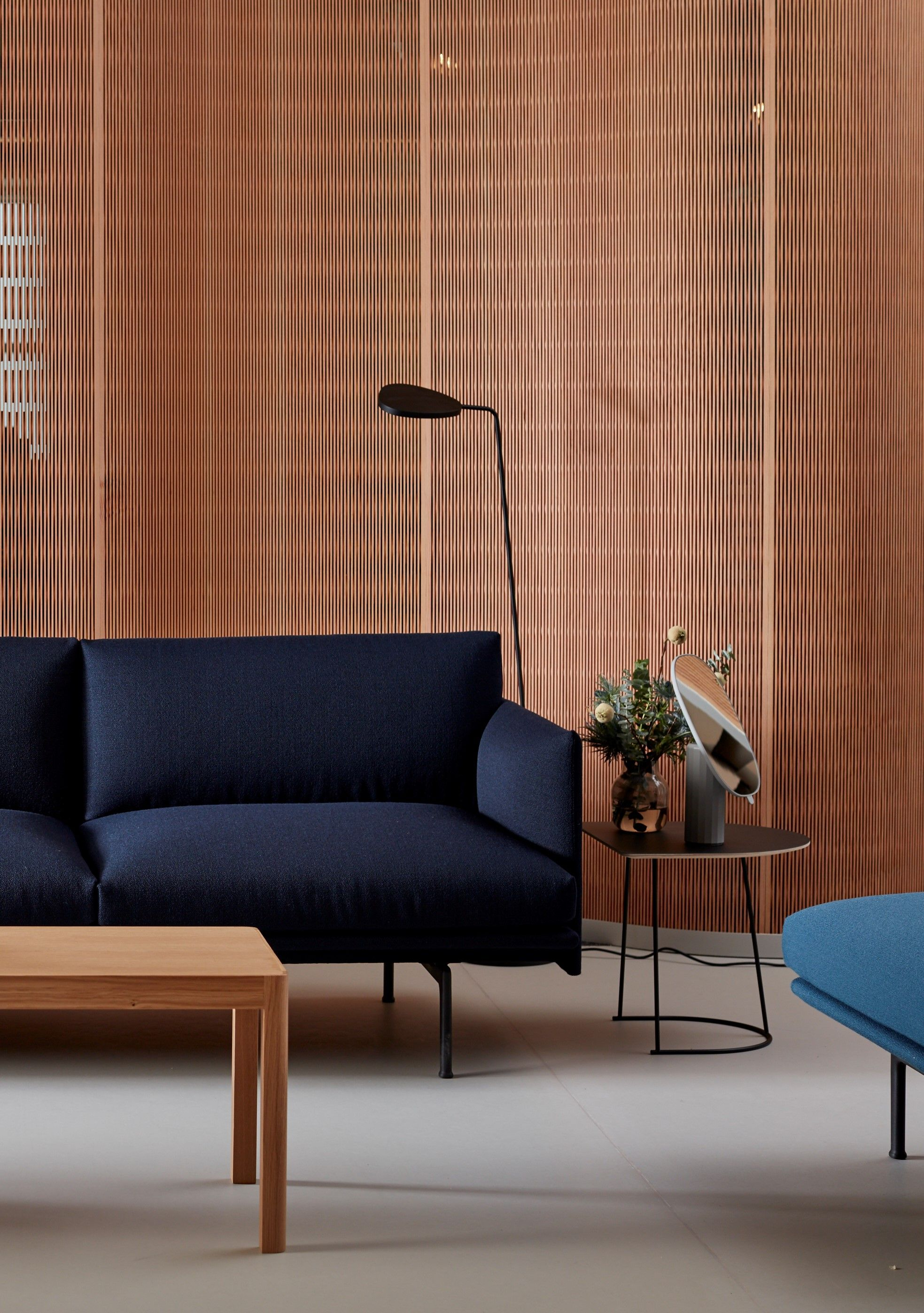 The Outline Sofa 3 1 2 Seater Combined With The Leaf Floor Lamp And