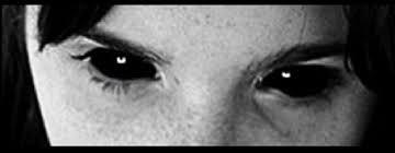 O aço Laço de punhal Envolve as costas Lâmina manchada No olhar do feitor Uma cor escura;   Muito escura.  www.rosejd.blogspot.com