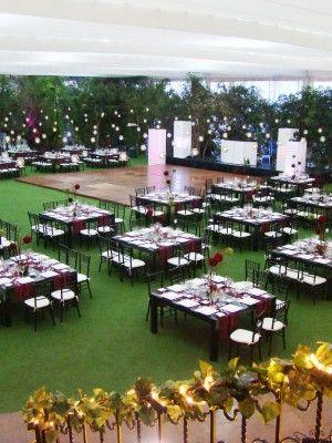 Montaje en jard n combinando rojo negro y verde bodas for Decoracion de jardin al aire libre