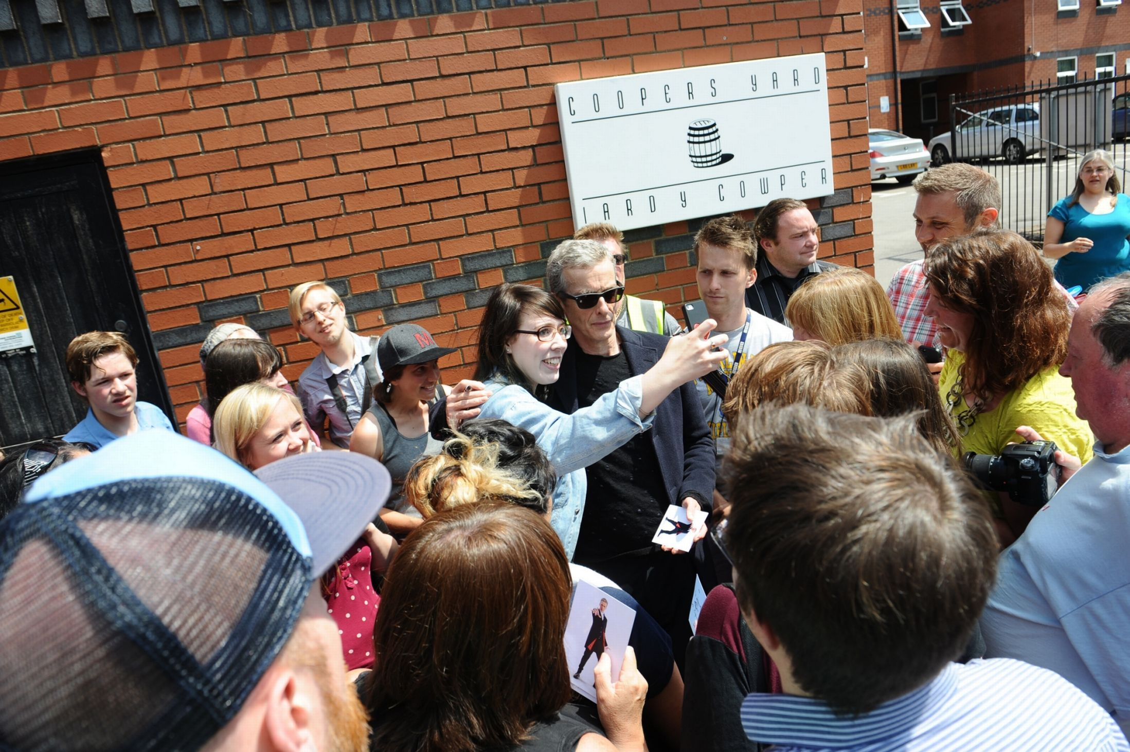 EXCLUSIVE: 8 pictures of Doctor Who filming at Cardiff cafe today