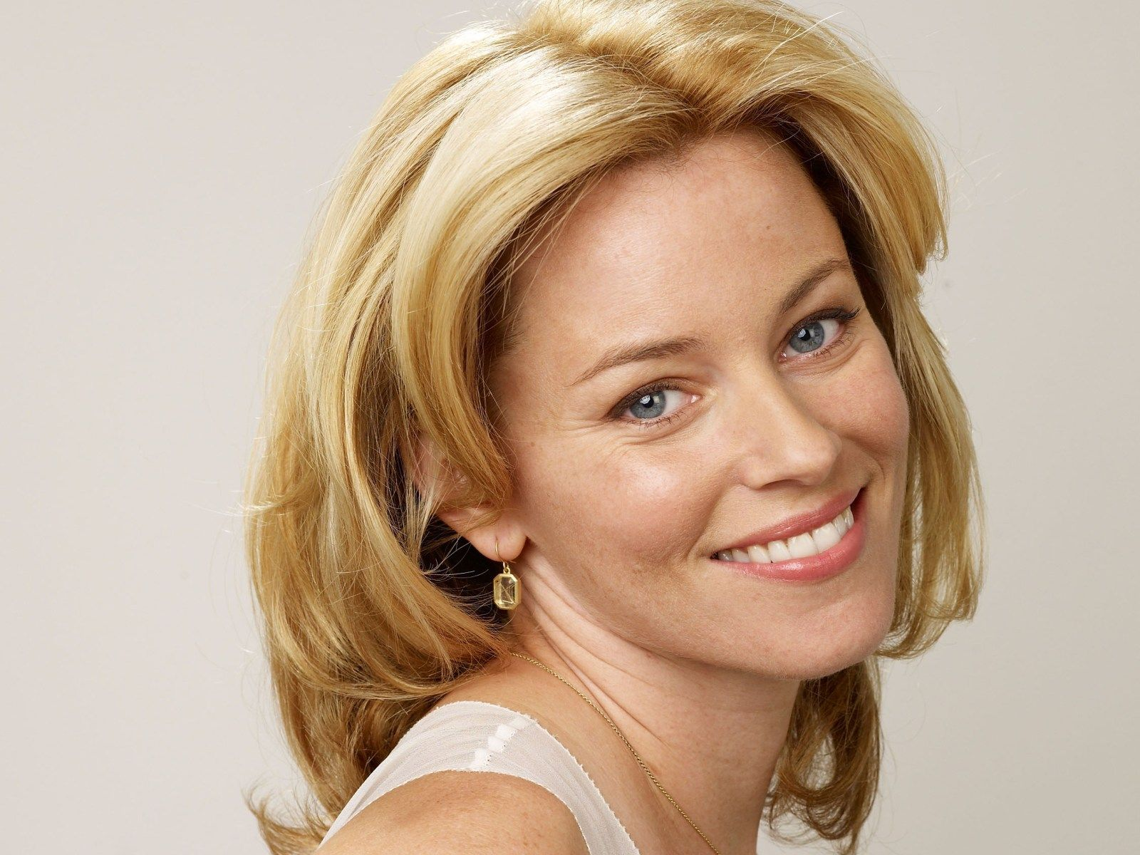Elizabeth Banks Is An Actress And Director Elizabeth Banks Elizabeth Banks Movies Most Beautiful Eyes