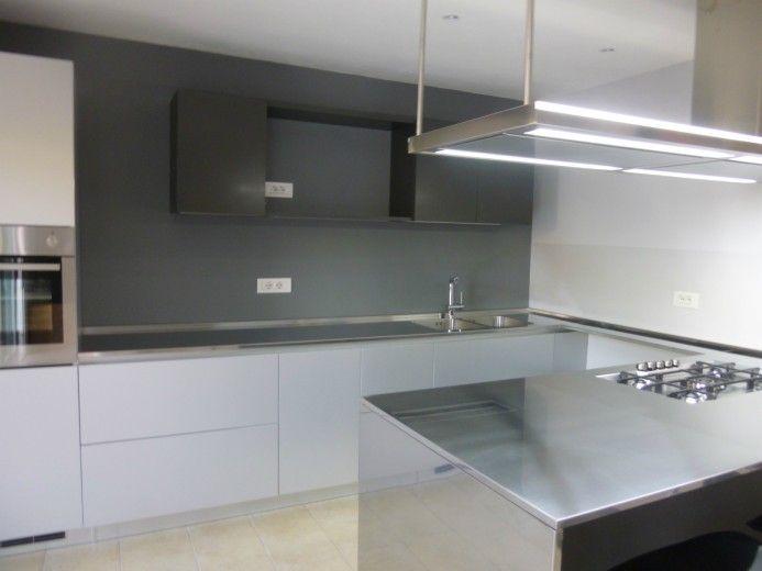 Cucina In Acciaio Inox Alluminio A Parete Con Penisola Cucina In Acciaio Inox Cucine Moderne Cucine