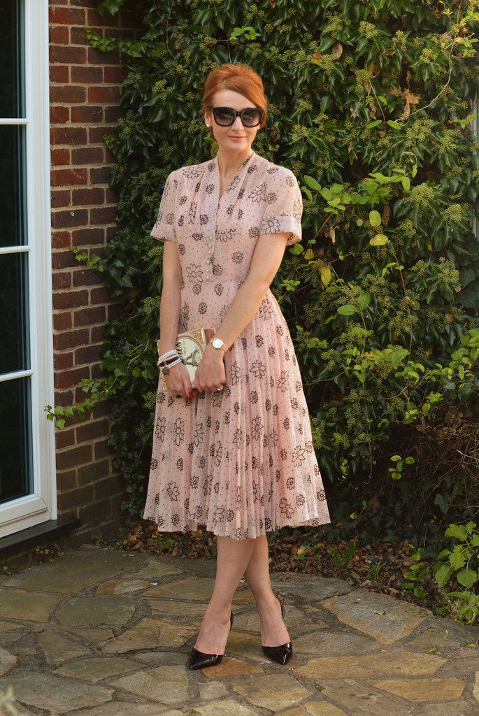 Evening Chic Means That You Can Get Glamorous And Be Sophisticated In Your Own Way Vintage Wedding Guest Dresses Wedding Guest Outfit Fall Guest Outfit