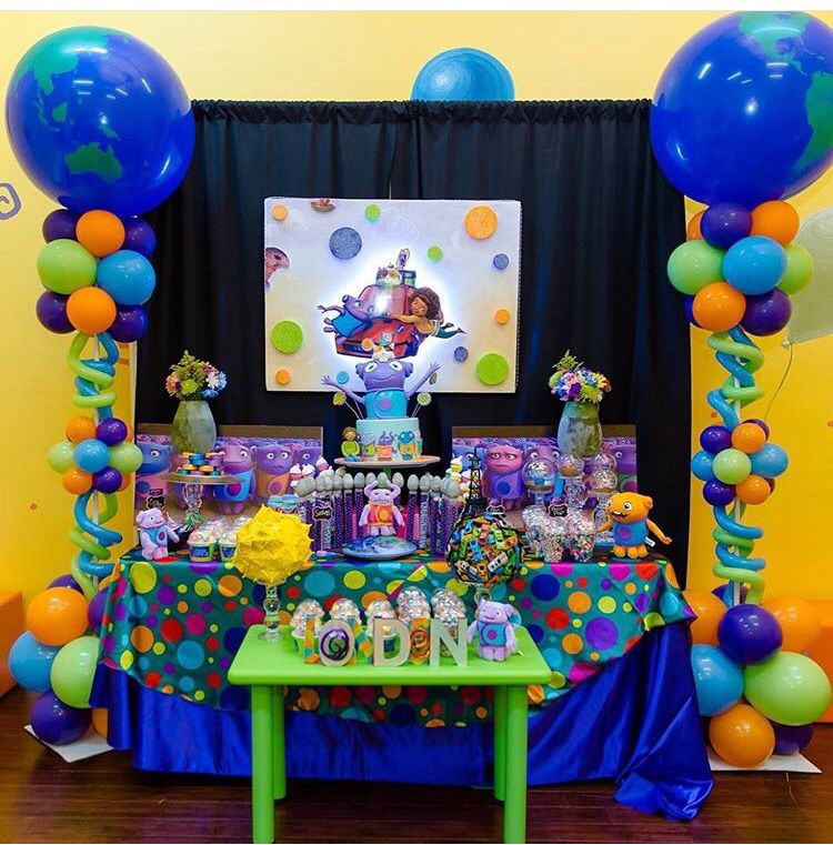 Boov party theme dreamworks home boov birthday for Simple party decorations at home