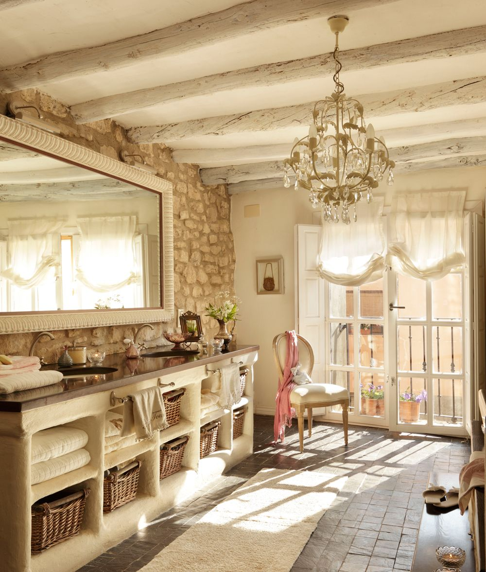 Ba o r stico con l mpara de l grimas paredes de piedra y mueble de obra blanco 00351536 o Banos con paredes de piedra