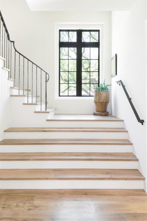 Best 5665 Green Tree Houston Tx Photo The Striking Staircase 400 x 300