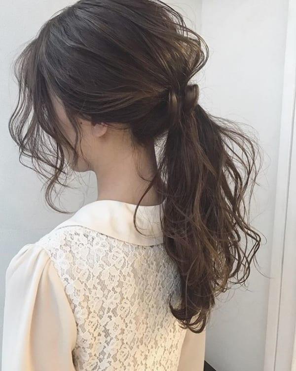黒髪ロングヘアアレンジ特集 大人女性のおしゃれな簡単まとめ髪をご紹介 Folk ロングヘア 黒髪 ヘアアレンジ 簡単 まとめ髪