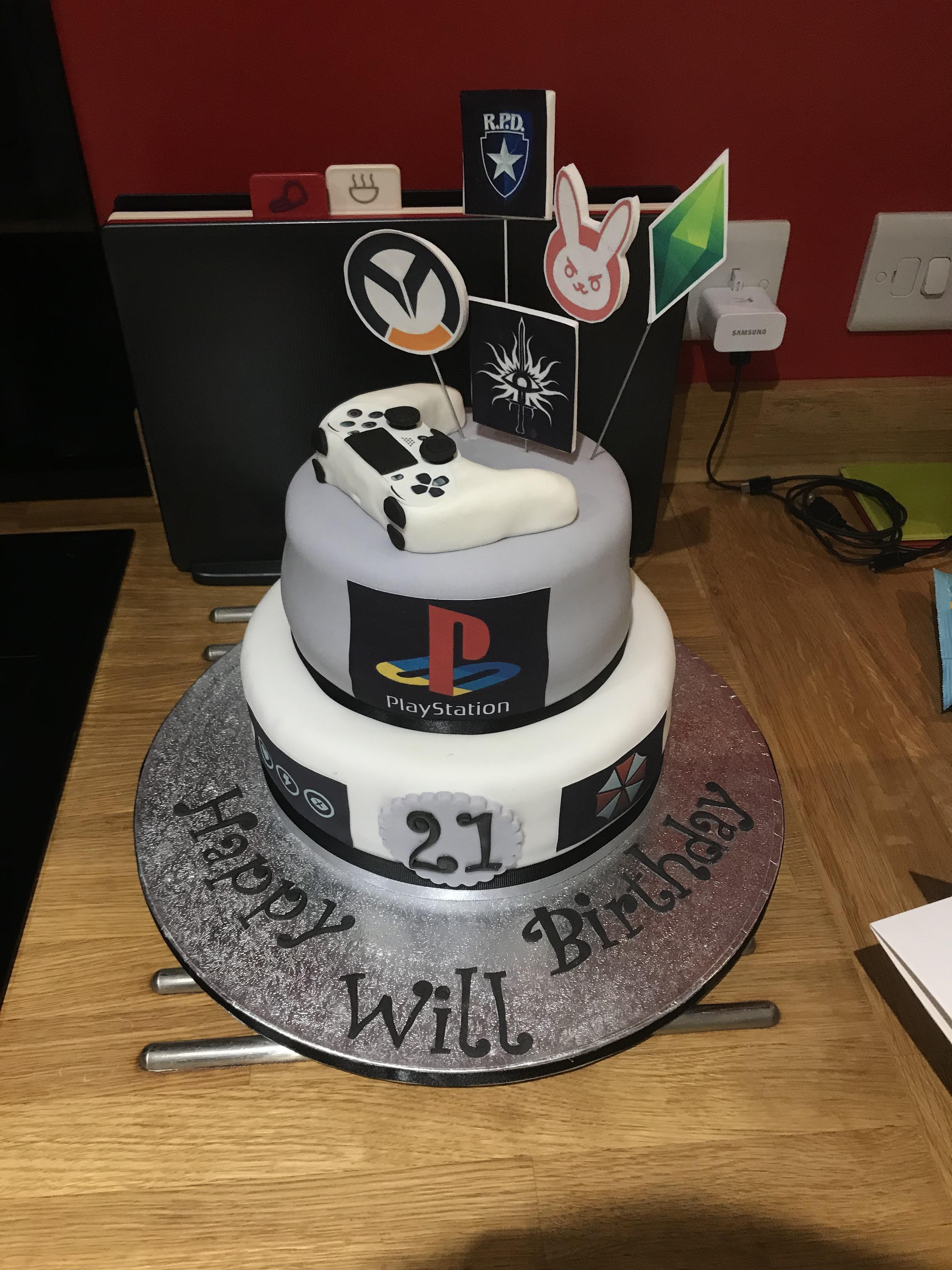 My girlfriend got me this amazing birthday cake Cool