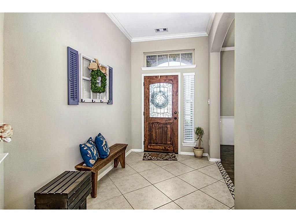 7506 River Pass Pearland Tx 77581 Photo Welcoming Entry With Tall