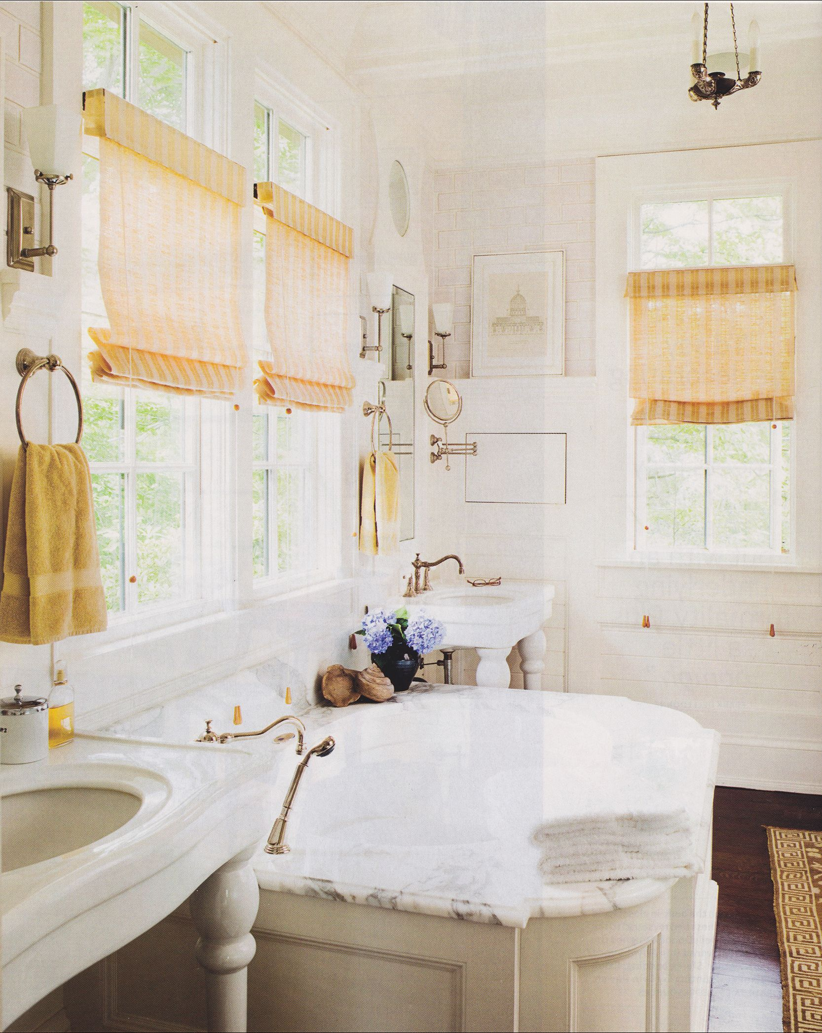 Great use of space in this country bathroom. #magazinetearout ...