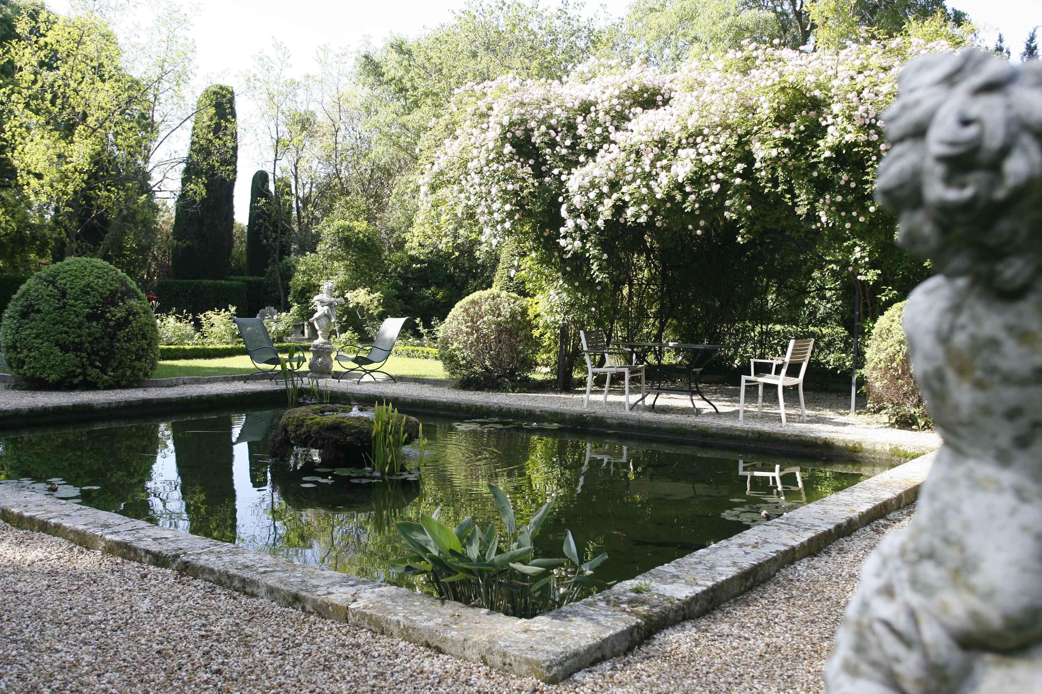 fl nerie et balade bucolique dans les jardins de l 39 oustau de baumani re en provence gardens. Black Bedroom Furniture Sets. Home Design Ideas