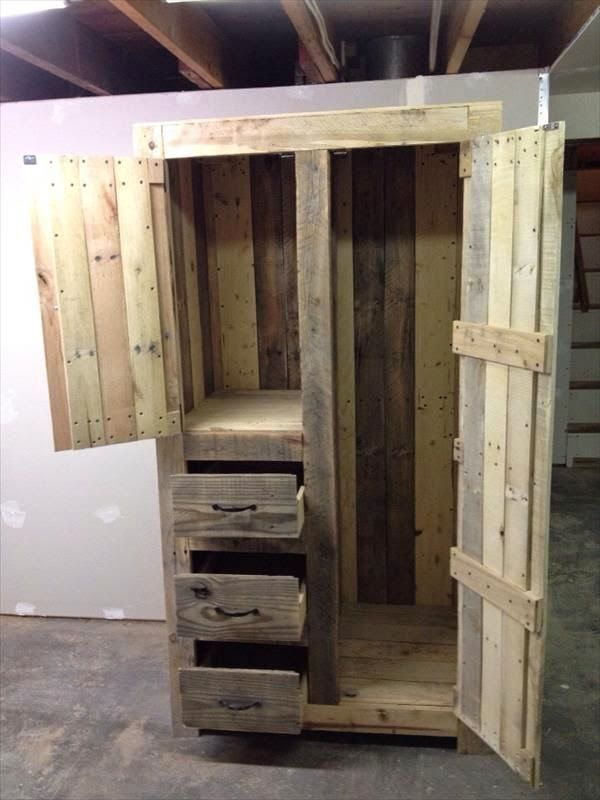Armoire made from pallets stuff pinterest armoires for Making cabinets out of pallets