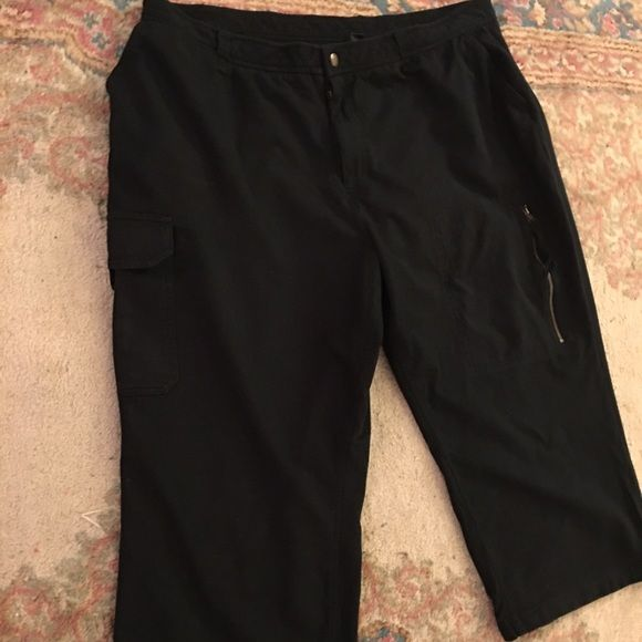 Lauren Ralph Lauren capris Made in Northern Mariana Islands (USA) of imported fabric:) 100% cotton. Very soft like really nice sweat pants but dressier. Cargo pocket on one side cute zipper in the other., no back pockets. 20 waist 21 inseam they are a bit stretchy. Measurements are approximate and taken while laying flat;) no pets smoking tears or stains! Ralph Lauren Pants Capris