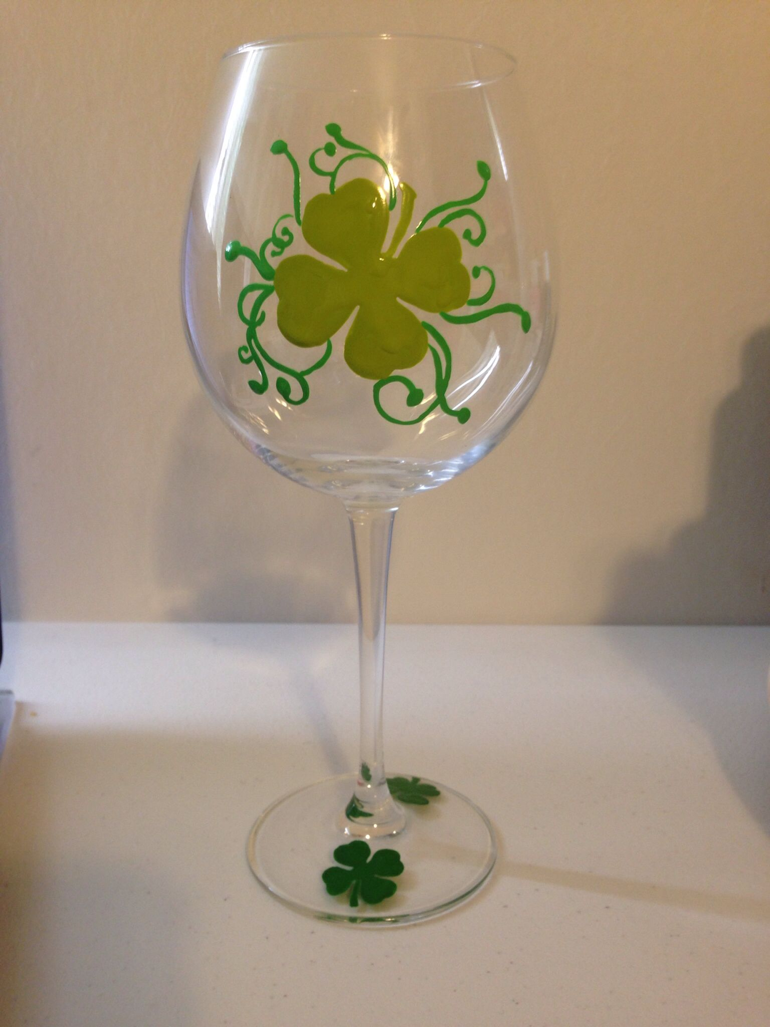 St patrick 39 s day wine glass painted by erika 39 s hand painted a glass look for me on fb my for Pictures painted on glass