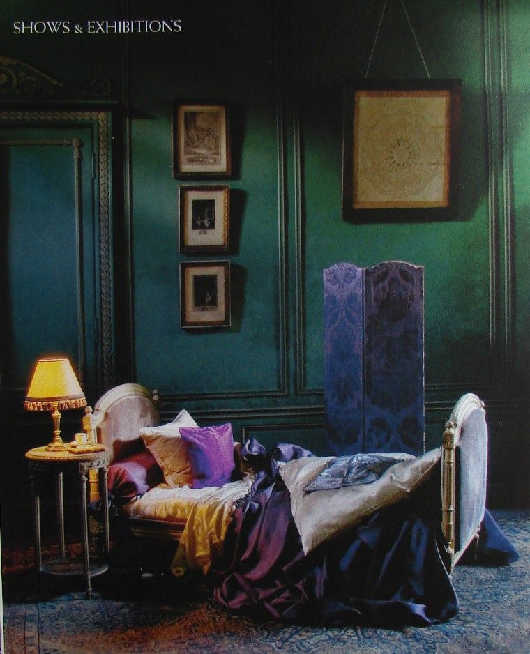 If I lived in a haunted victorian mansion, this would be my bedroom.