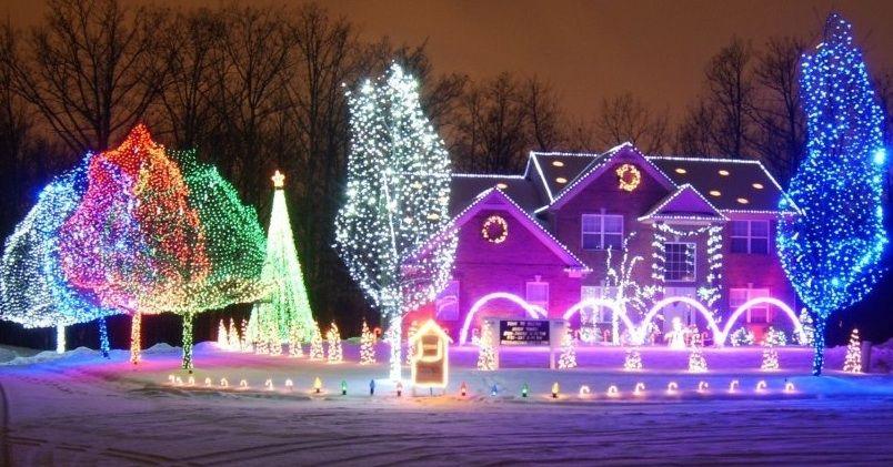 Auburn Hills light show brightens holiday