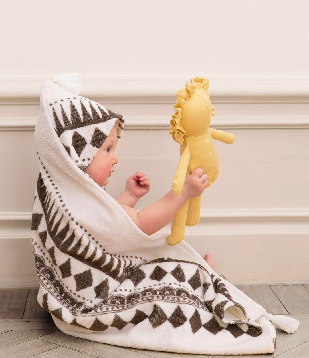ca39b023029 @elodiedetails Home is where your Sweet Honey Harry is! #elodiedetails  #bathcape #bath #kidsfashion #kidsroom #graphic #pacifierclip #pacifier