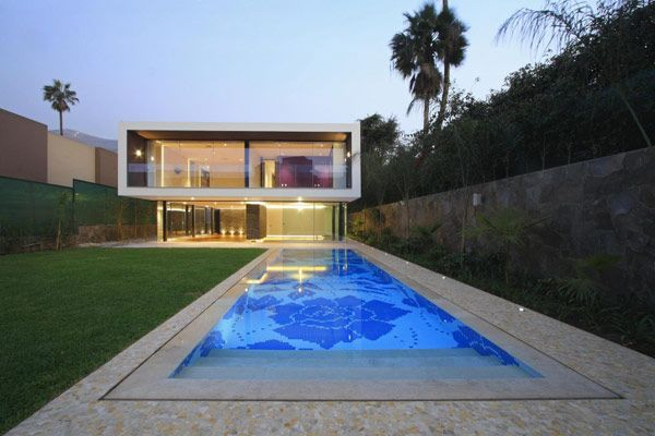 Very simple yet beautiful pool at this Australian home.