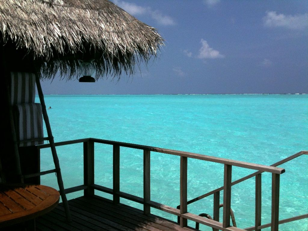 You have to see the Maldivian #Sea to believe it...
