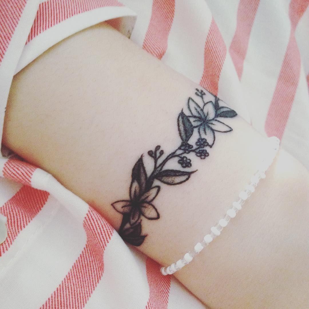 Bracelet tattoo ideas popsugar beauty look pinterest
