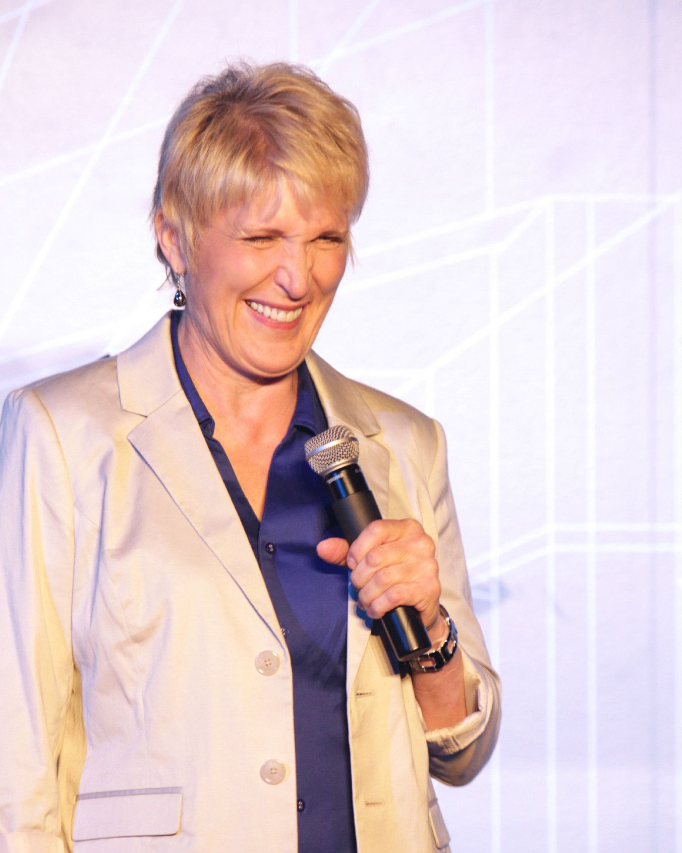 Comedian Sally Edwards Clean Comedians Comedians Stand Up Comedians