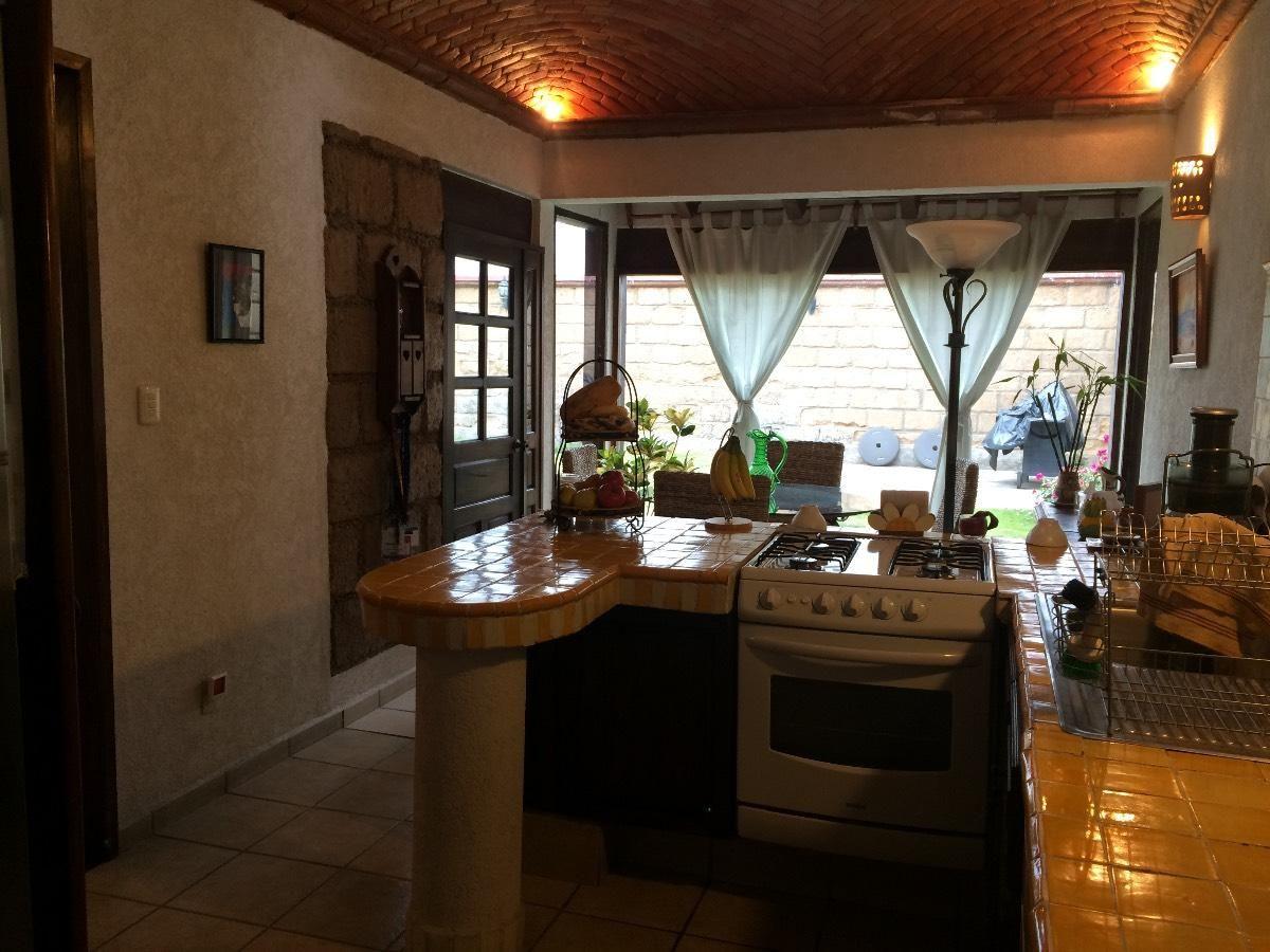 Acogedora casa tipo hacienda mexicana en una sola planta for Estilo moderno interiores