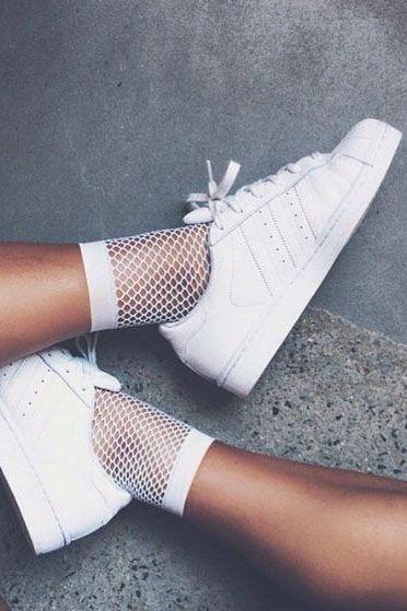 b21187bf0a Como usar meia arrastão com tênis branco
