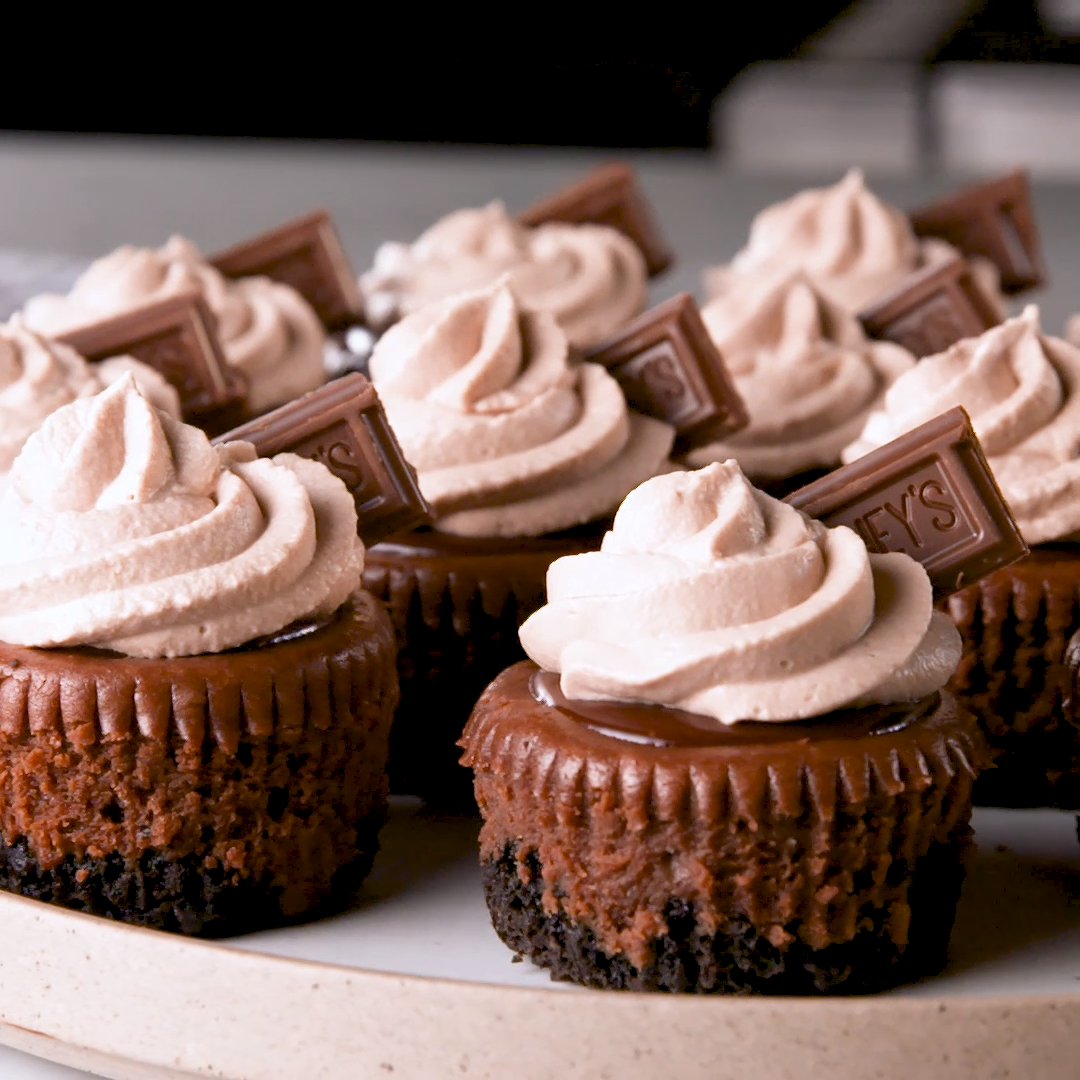 Mini Death By Chocolate Cheesecakes #cheesecakecupcakes