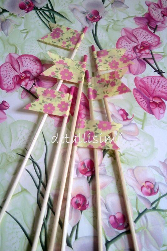 Palillos de madera (20 cms) con bandera estampada Brochetas dulces